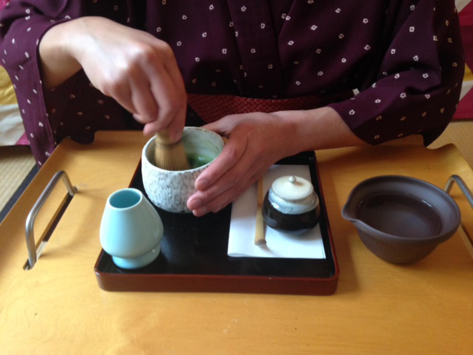Préparation d'un thé vert japonais Matcha : Chawan, Chasen